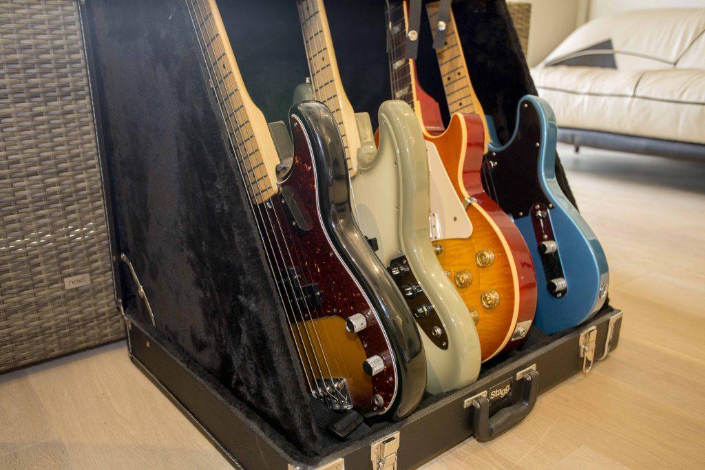 Cenzo Live Room Guitars 01